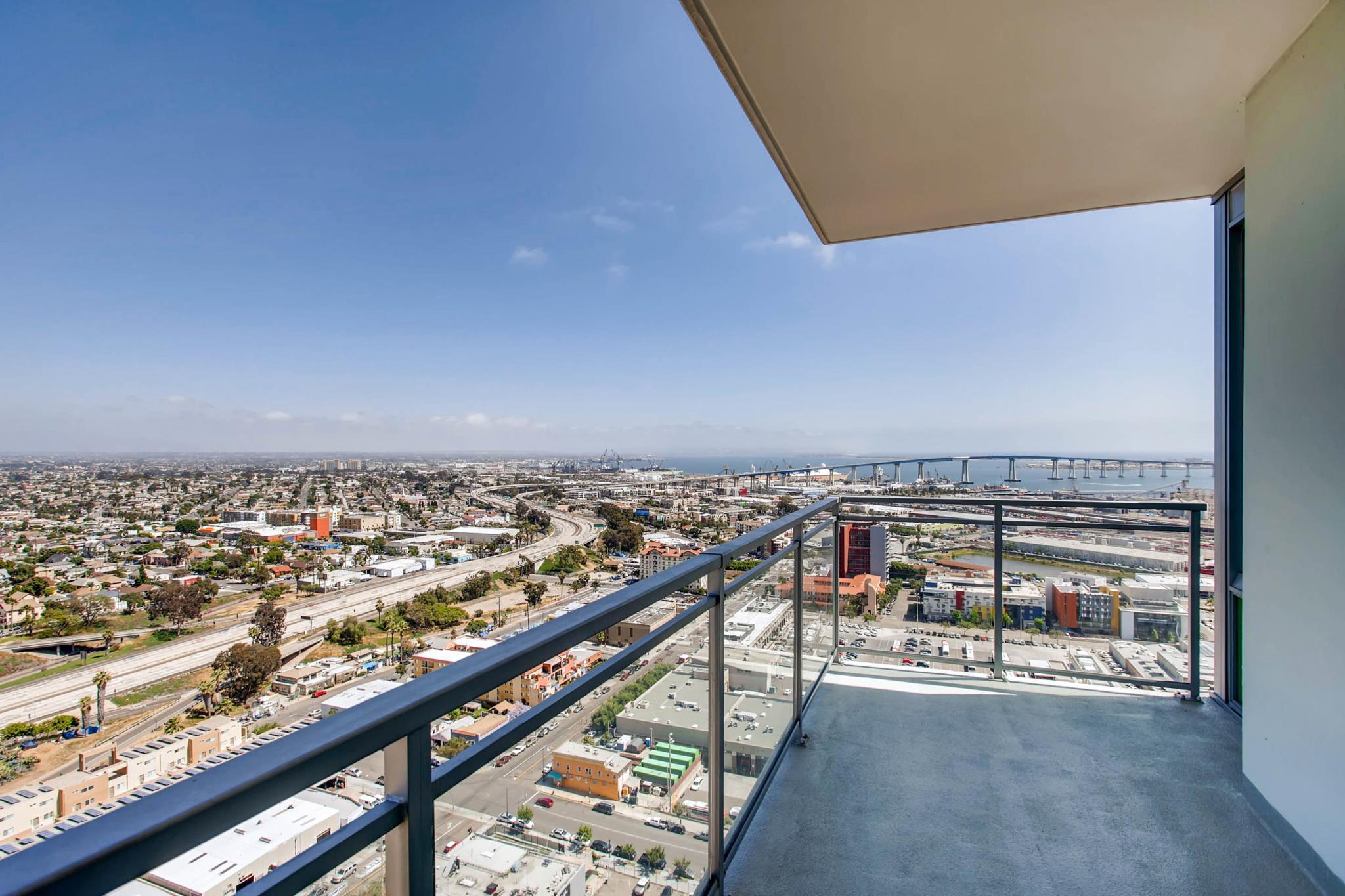 Luxury 2B/2B W Views. Walk to Convention Center!