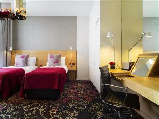 Apex Temple Court Hotel guestroom junior suite