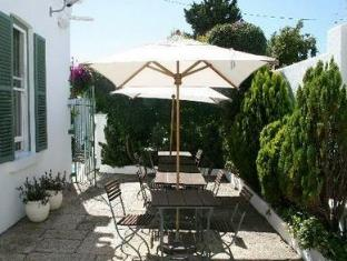 AfricanHome Guesthouse Cape Town - Outdoor Dining Area