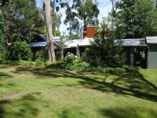 Clarendon Chalets Mount Gambier - The Chalets among the surrounding gardens
