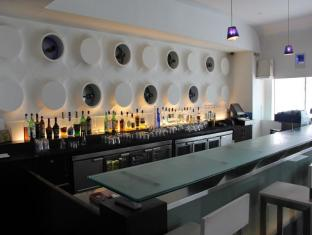 The Hans Hotel New Delhi and NCR - Pub/Lounge