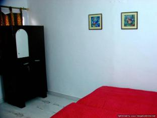 Polo Premier Home Stay New Delhi and NCR - Cupboard in every room