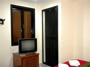Singapore Hotel Phnom Penh - Double Bedroom with AC