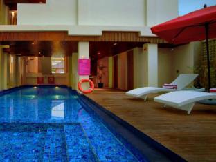 favehotel Kuta Square Bali - Swimming Pool