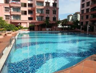 Malaysia Hotel Accommodation Cheap | Marina Court Vacation Home Kota Kinabalu - Swimming pool