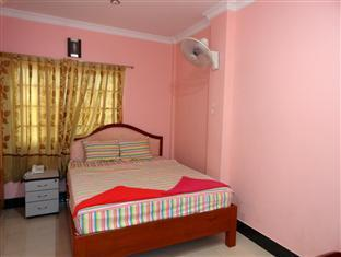 Long Thai Ly Guesthouse Phnom Penh - Hotellihuone