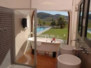 Allegria Guesthouse & Vineyards Stellenbosch - Bathroom with Swimming Pool Views
