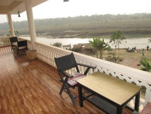 Hotel River Side Chitwan Nationalpark - Balkon/Terrasse