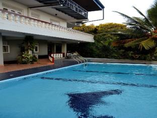Blue Haven Guest House Kandy - Pool Area