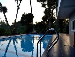 Blue Haven Guest House Kandy - Swimming pool