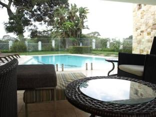 LaLuxe Bed & Breakfast Durban - Swimming Pool Area