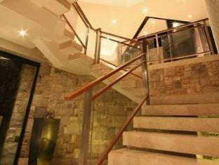 LaLuxe Bed & Breakfast Durban - Stairs