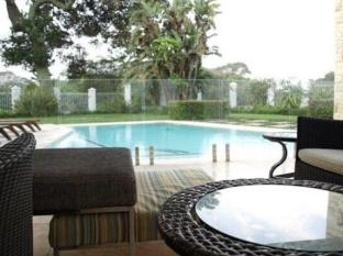 LaLuxe Bed & Breakfast Durban - Lounge Area by the Swimming Pool