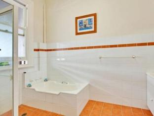 Manly Beach Bed & Breakfast & Executive Apartments Sydney - Bathroom