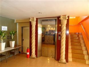 U E Guest House & Restaurant Phnom Penh - Elevator and Stair View