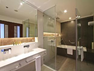 Philippines Hotel Accommodation Cheap | The Bellevue Resort Bohol - Bathroom