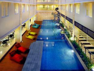 費芙庫塔旁道酒店 峇里 - 游泳池