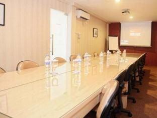 Bekizaar Hotel Surabaya - Meeting Room