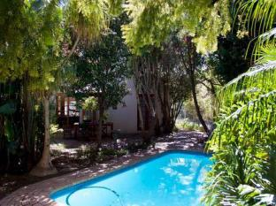 Orchard Lane Guest House Stellenbosch - Swimming Pool View