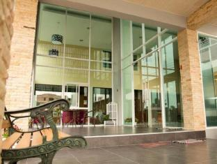 The Centrino Serviced Residence Surat Thani - Hotellet från utsidan