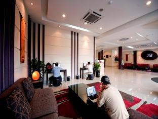 360 Xpress Citycenter Budget Boutique Hotel Kuching - Előcsarnok