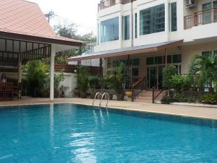 Emerald Palace - Serviced Apartment Pattaya - Poolside entrance