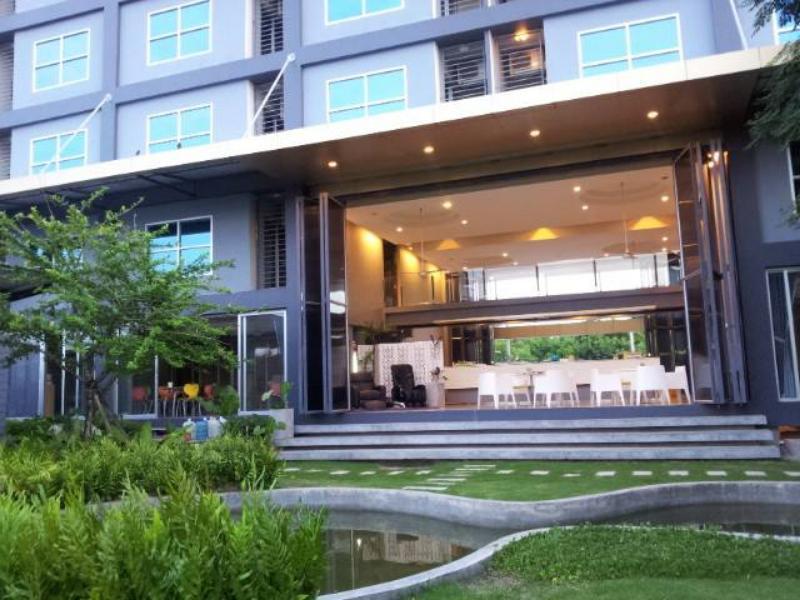 โรงแรมเอพลัส