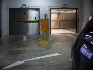 V Hotel Bencoolen Singapore - Car Park