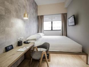 BIG Hotel Singapore - Deluxe Room with FREE Wi-Fi & FREE Movies On-Demand