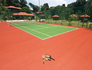 Sibu Island Resort Mersing - Tennis Court