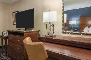 room of Doubletree By Hilton Downtown Nashville Hotel