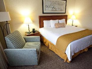 room of Embassy Suites Louisville