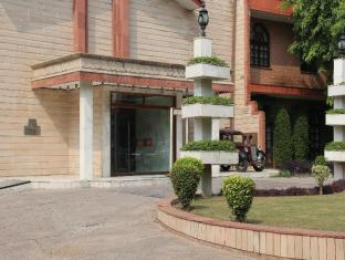 Ashok Country Resort New Delhi and NCR - Hotel Entrance
