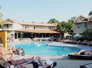 Whispering Palms Beach Resort Goa - Piscina