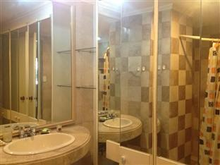 Suite 5C LPL Tower Serviced Apartments Manila - Master Bathroom