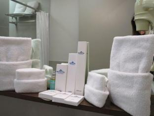 Microtel by Wyndham Acropolis Manila - Toiletries