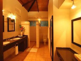 Henann Resort Bohol - Bathroom
