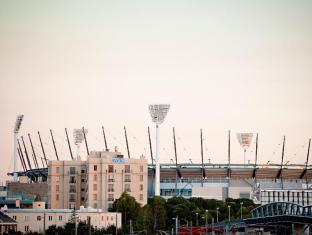 Mantra on Jolimont Hotel Melbourne - View to MCG Stadium