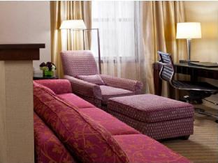 room of Millennium Knickerbocker Hotel