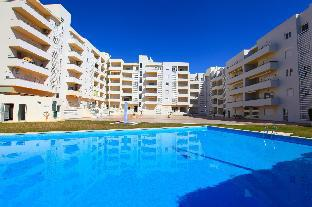 1 Bed Apt 800m From Beach & Close To All Amenities