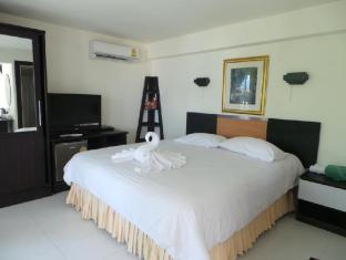 オン ザ ヒル カロン リゾート(On The Hill Karon Resort)