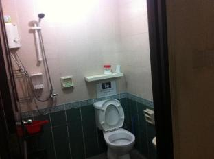 88 Lodging Hostel Singapore - Shared Shower and Toilet