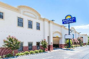 Days Inn & Suites by Wyndham Big Spring