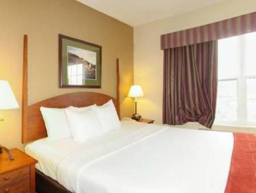 Comfort Suites Milwaukee Airport hotel accepts paypal in Oak Creek (WI)