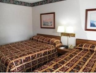 Rodeway Inn guestroom junior suite