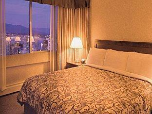 Coast Plaza Hotel and Suites Vancouver (BC) - Coast Comfort King Room