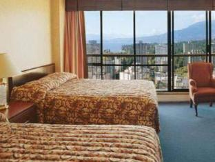 Coast Plaza Hotel and Suites Vancouver (BC) - Guest Room