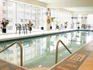 โรงแรมมาริออท พินนาเคิล แวนคูเวอร์ (BC) - สระว่ายน้ำ
