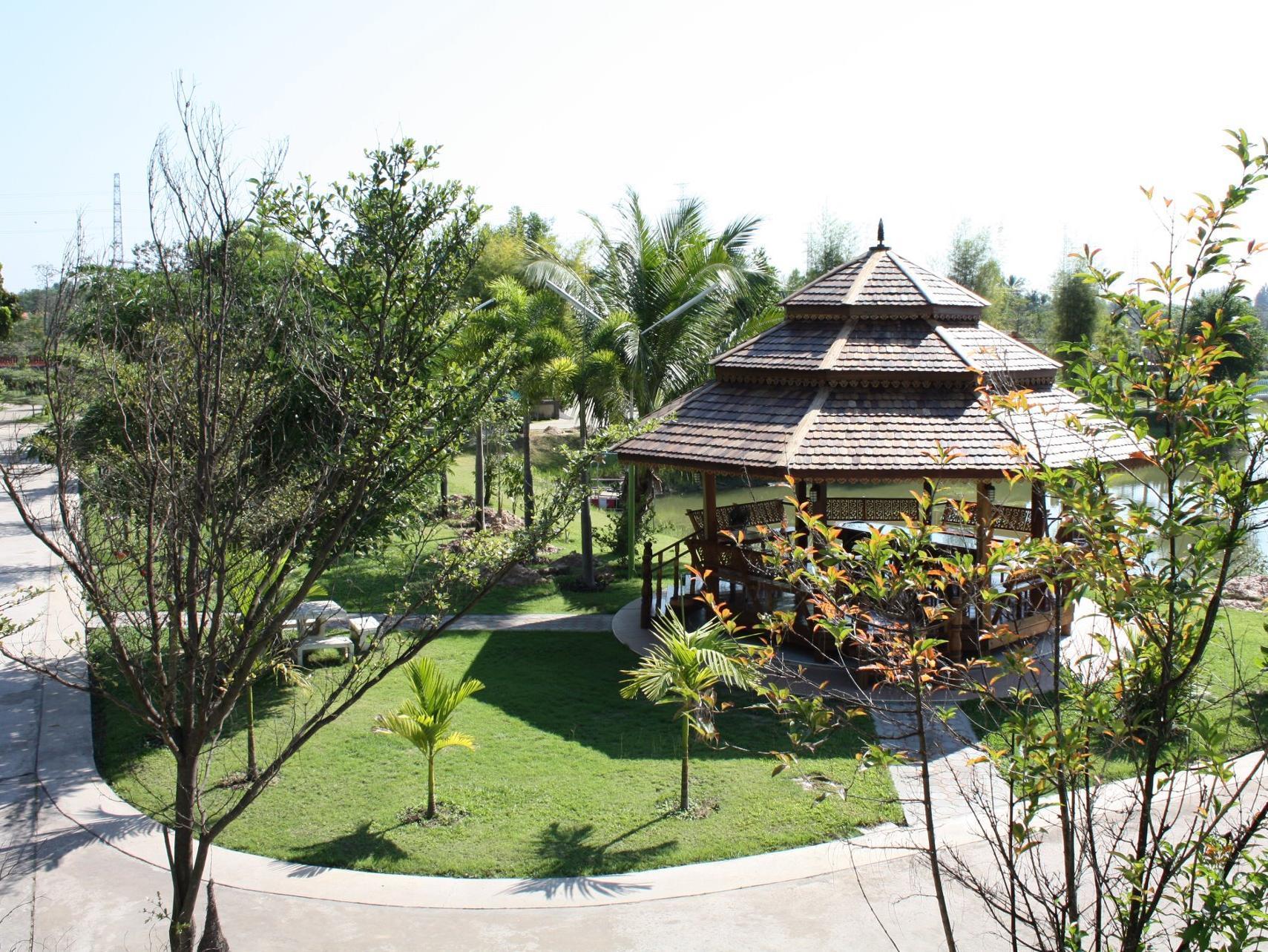 Bangchak Phuphan Resort,โรงแรม บางจาก ภูพาน รีสอร์ต