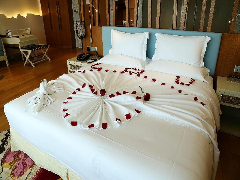 Wuzhizhou Coral Hotel1